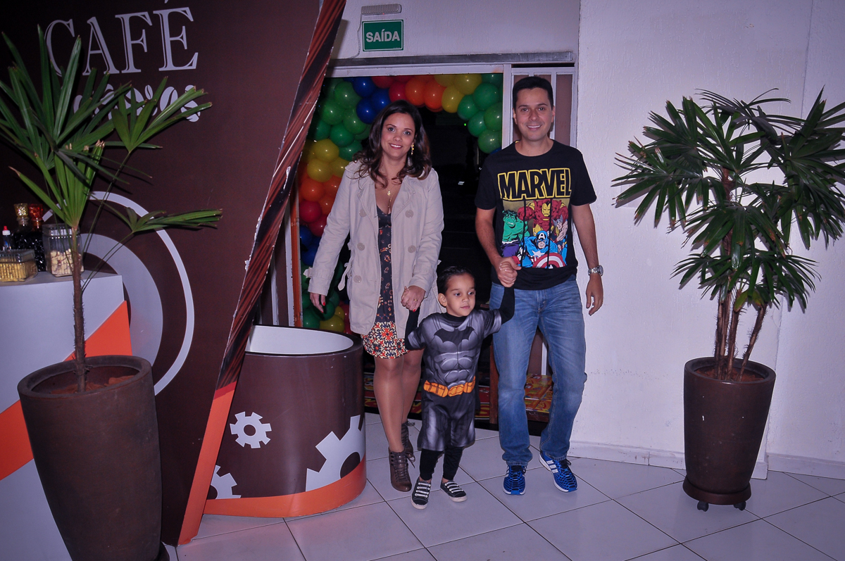 entrada da família para o aniversário do joaquim no Buffet Fábrica da Alegria Morumbi, São Paulo
