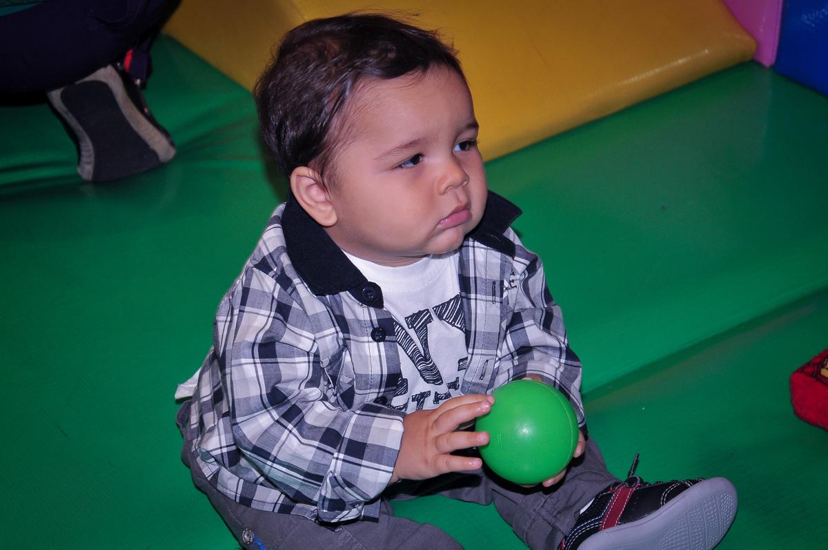 brincando na área baby no Buffet Fábrica da Alegria Morumbi, São Paulo