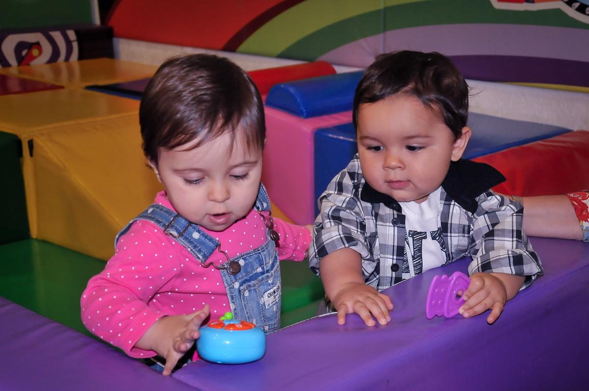 crianças brincam na área baby no Buffet Fábrica da Alegria Morumbi, São Paulo