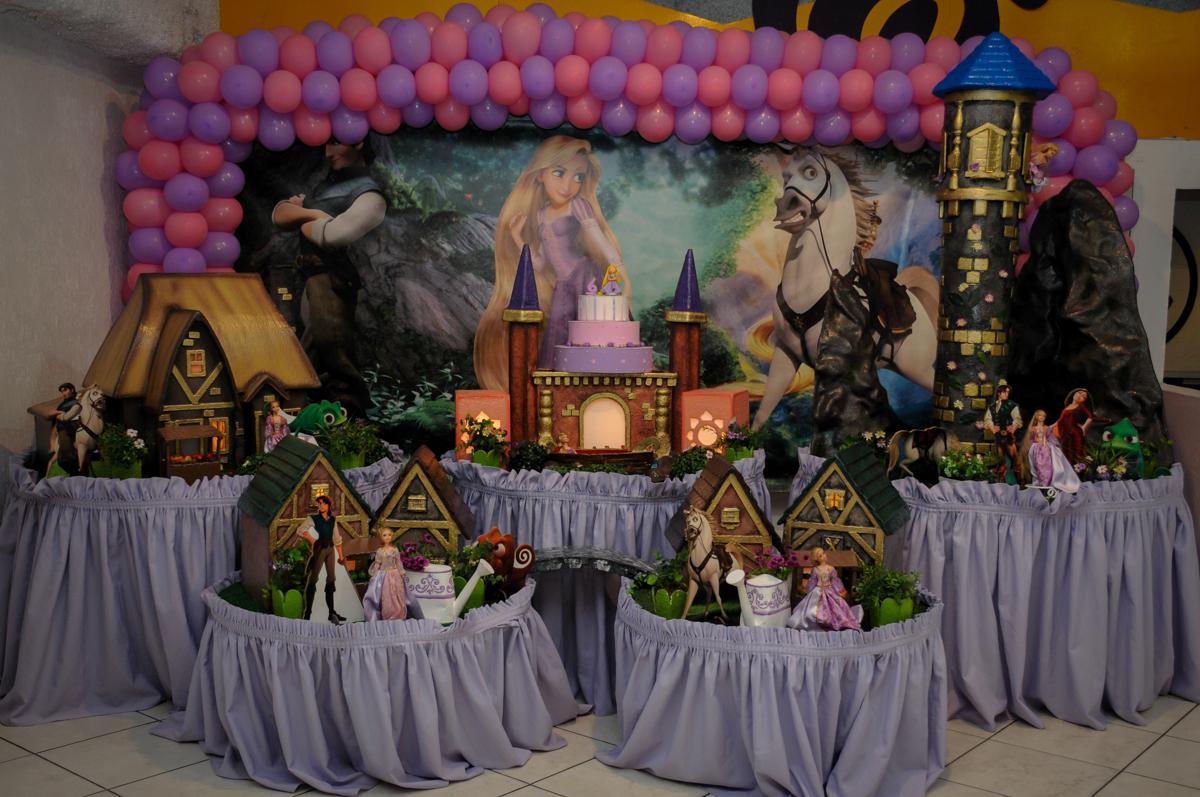 tema da mesa rapunzel no Buffet Fábrica da Alegria Osasco, São Paulo