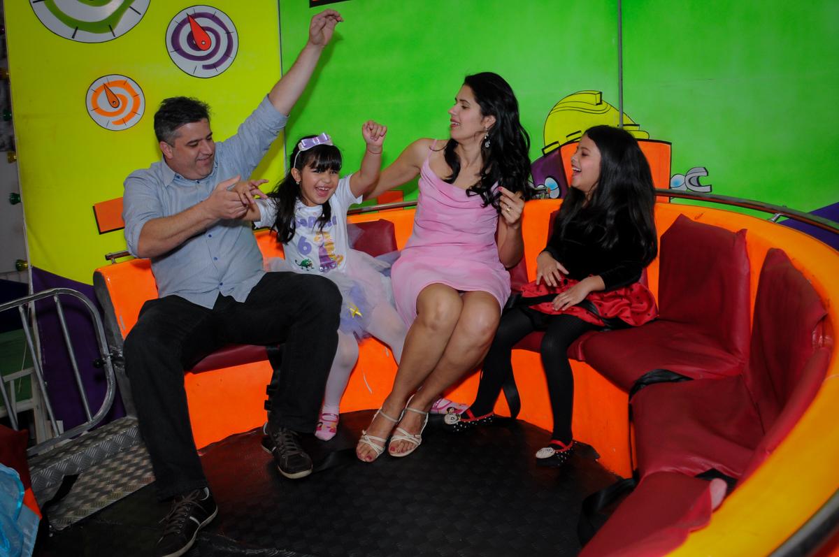 a família se diverte no labamba no Buffet Fábrica da Alegria Osasco, São Paulo