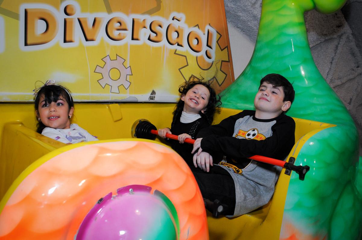 gargalhadas das crianças no barci vick no Buffet Fábrica da Alegria Osasco, São Paulo