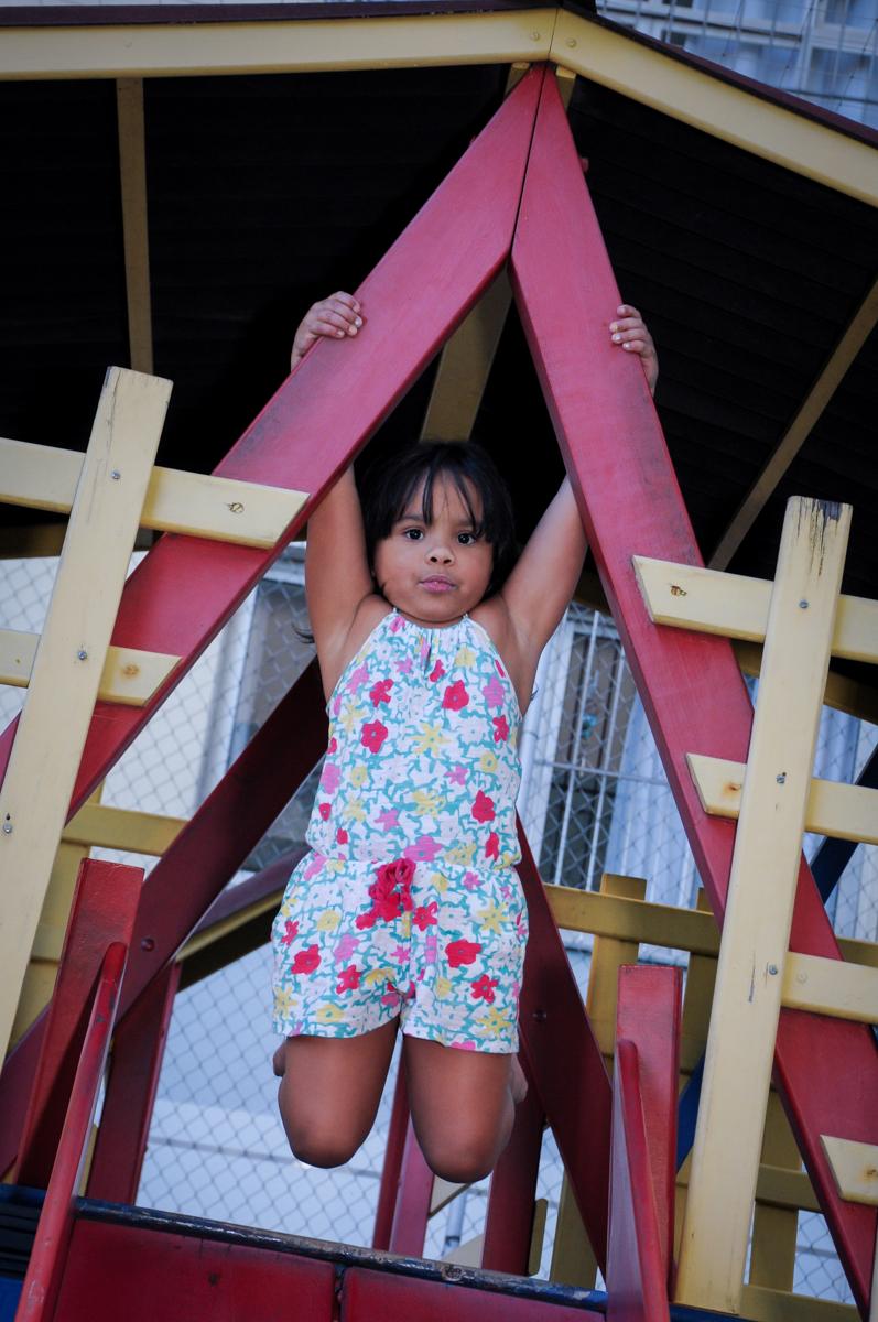 foto pendurada na casinha do play ground no condomínio,Saude,São Paulo