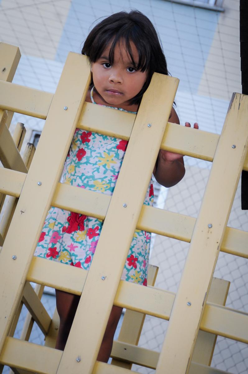 foto brincando na casinha do play ground no condomínio,Saude,São Paulo