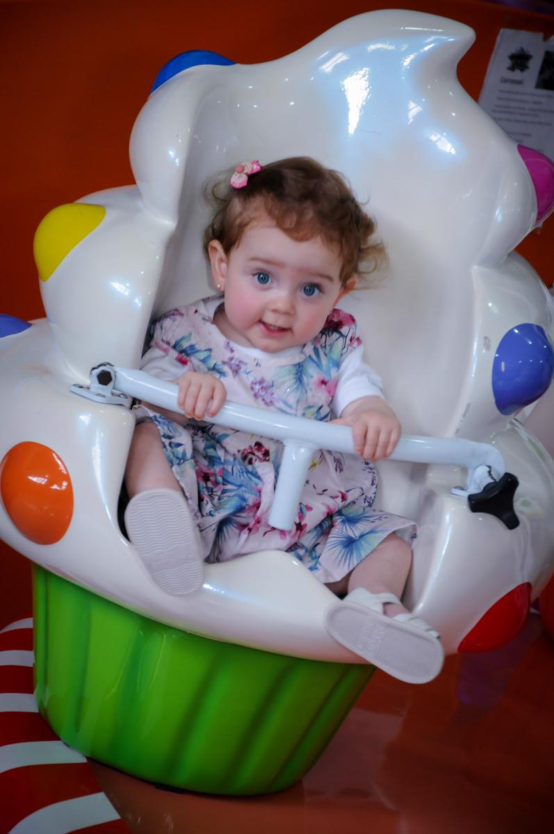 princesinha brinca no carrossel no Buffet Magic Joy, Saúde