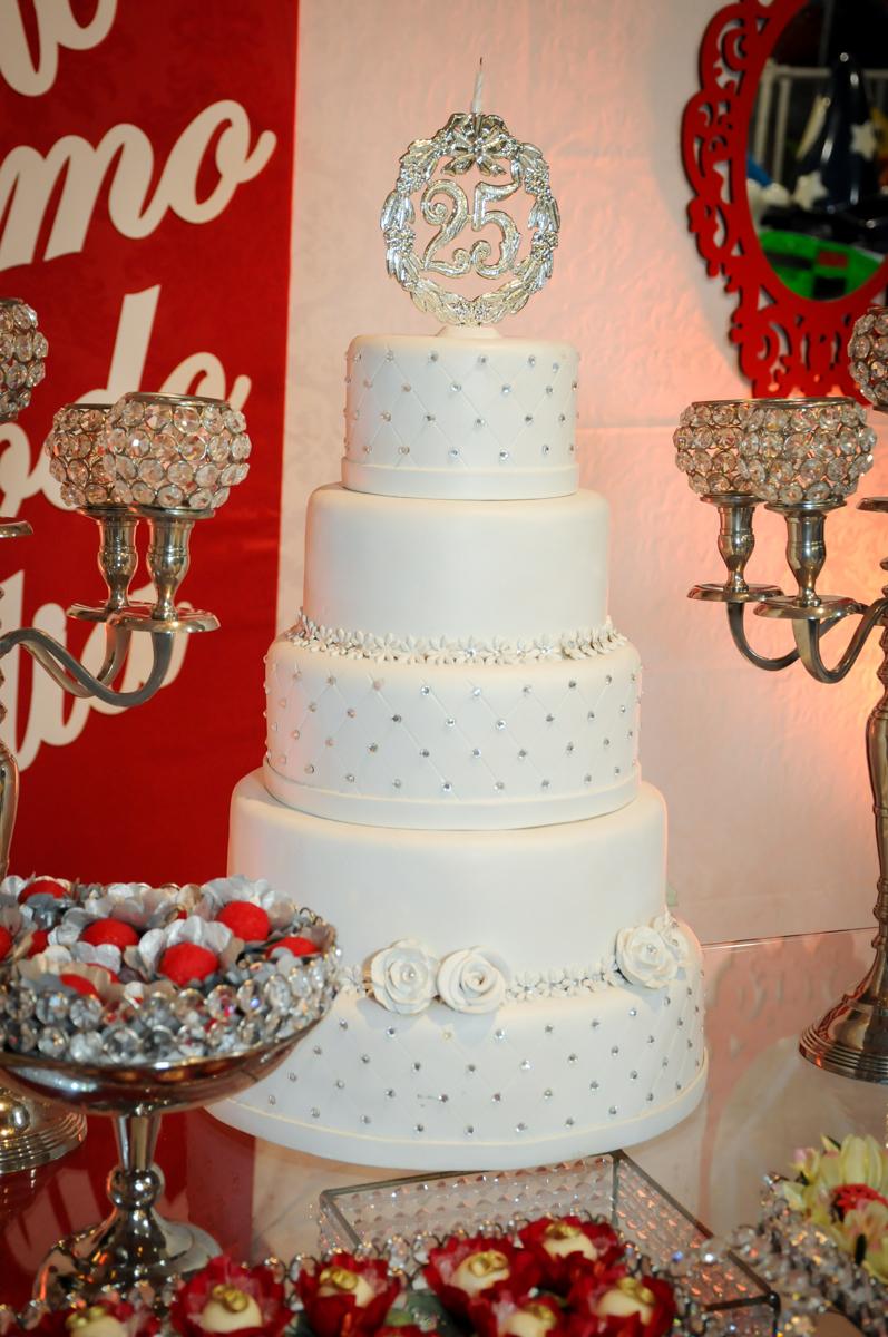 detalhe da mesa decorada bodas de prata no Buffet Fábrica da Alegria, osasco, sp