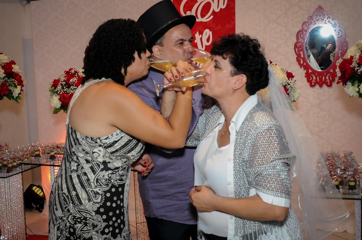 brinde da família em comemoração aos 25 anos de casados no Buffet Fábrica da Alegria, osasco, sp