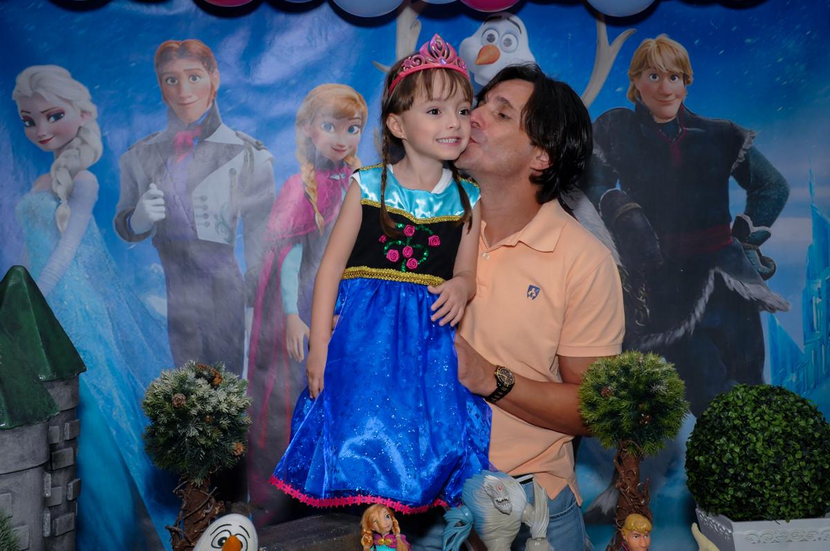 beijinho do papai na mesa decorada frozen no Buffet Infantil Hary Happy, Morumbi, São Paulo