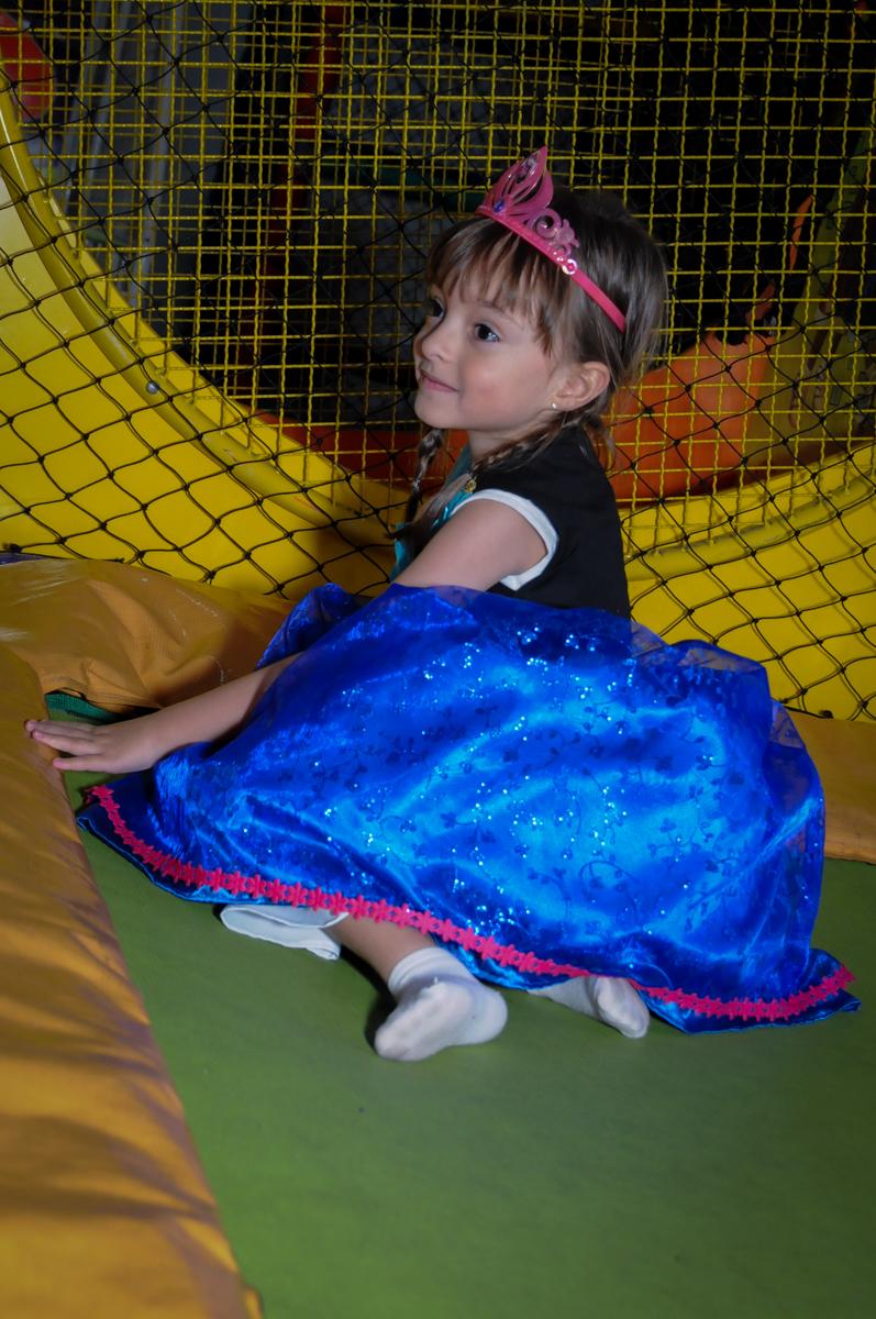 aniversariante brinca no pula pula no Buffet Infantil Hary Happy, Morumbi, São Paulo