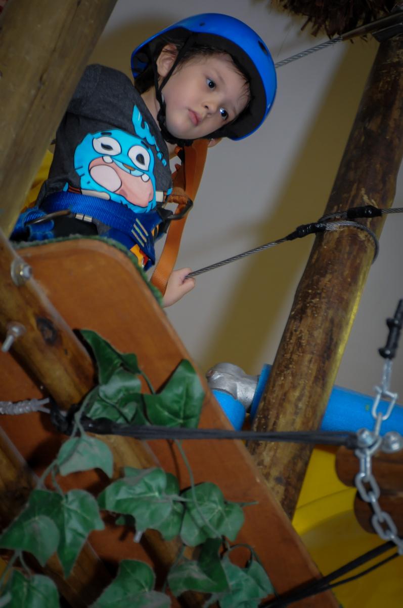 hora de curtir o arvorismo no Buffet Infantil Hary Happy, Morumbi, São Paulo