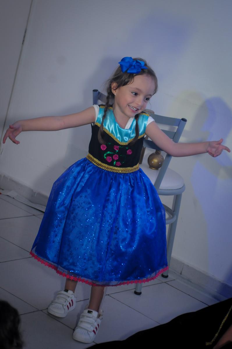 o show da frozen vai começar no Buffet Infantil Hary Happy, Morumbi, São Paulo