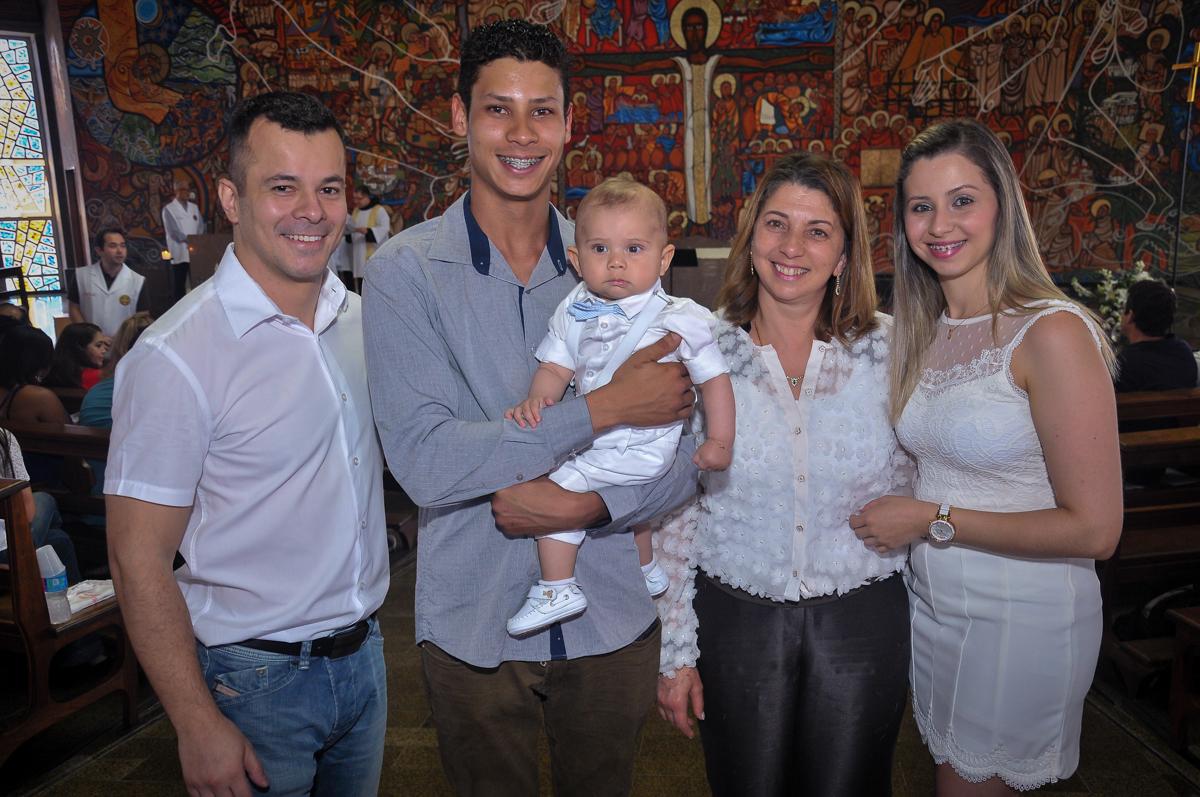 foto da família no batizado do matheus no Paróquia São Bento Morumbi