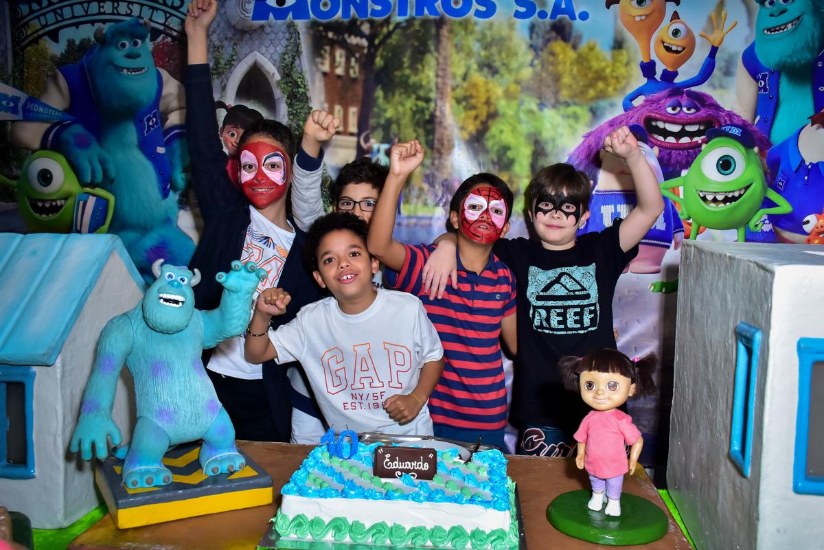 alegria do aniversariante com seus amigos no buffet fábrica da alegria morumbi,são paulo