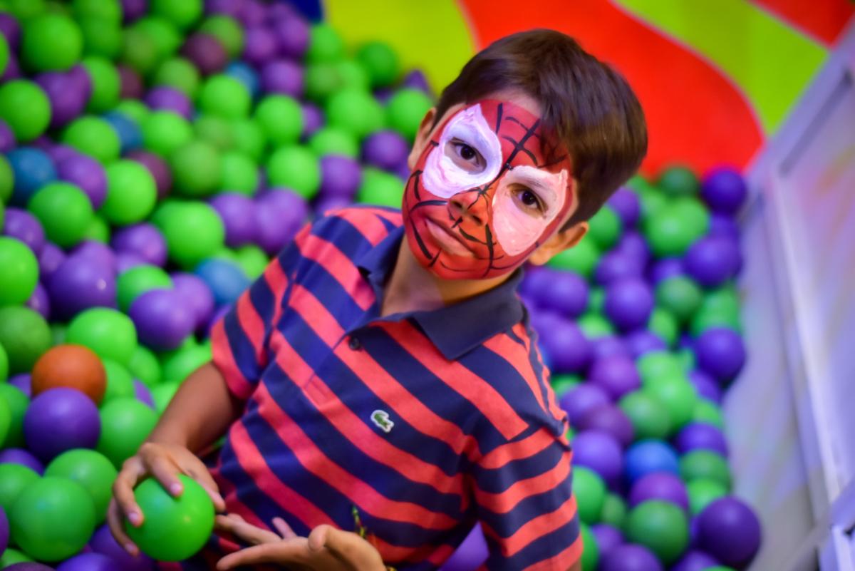 pintura no rosto homem aranha no buffet fábrica da alegria morumbi,são paulo
