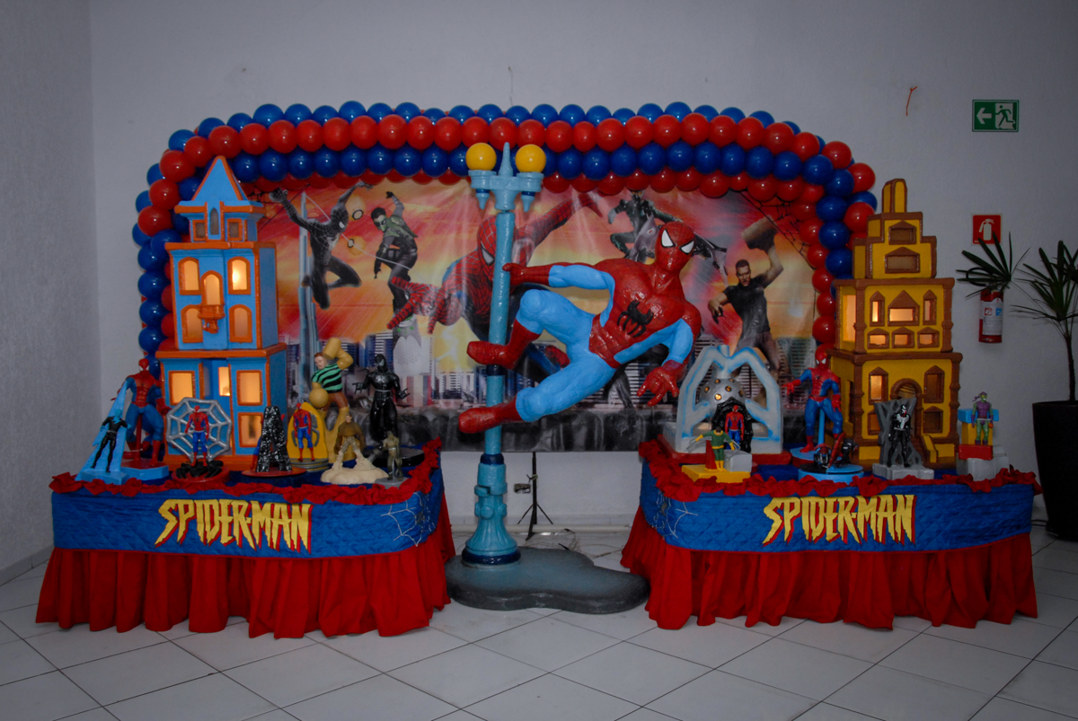 mesa decorada homem aranha no Buffet Fábrica da Alegria, Morumbi, São Paulo