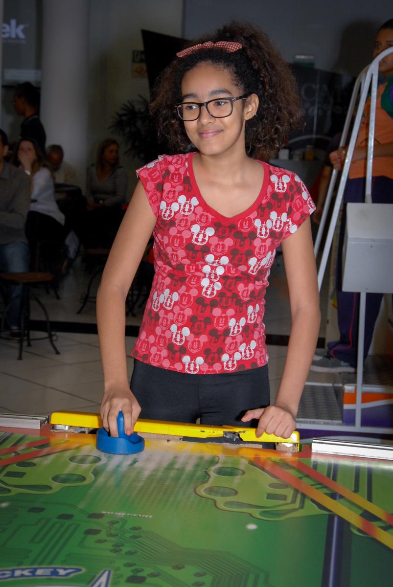 jogo de futebol de mesa no Buffet Fábrica da Alegria, Morumbi, São Paulo
