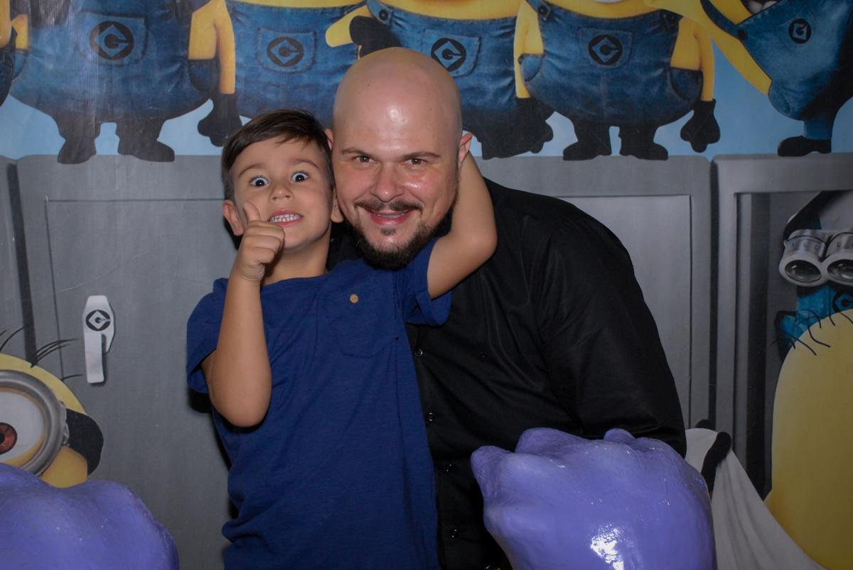 papai também ganha abraço do aniversariante no buffet spasso dourado, pirituba, são paulo