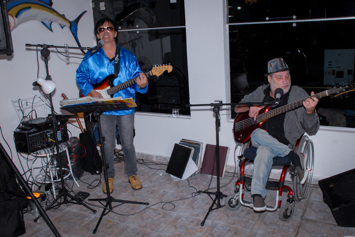 banda tocando na festa em condomínio Morumbi