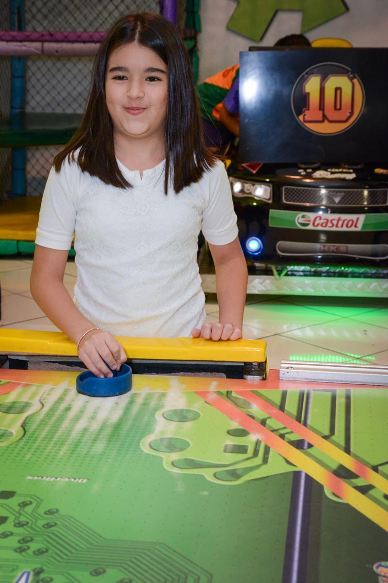 jogando no jogo de disco no Buffet Fábrica da Alegria, Morumbi, SP