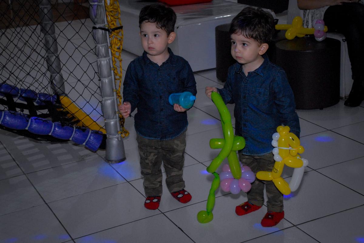 brincadeiras com escultura de bexigas no Buffet Bugui Ugui, Vila Mascote, São Paulo