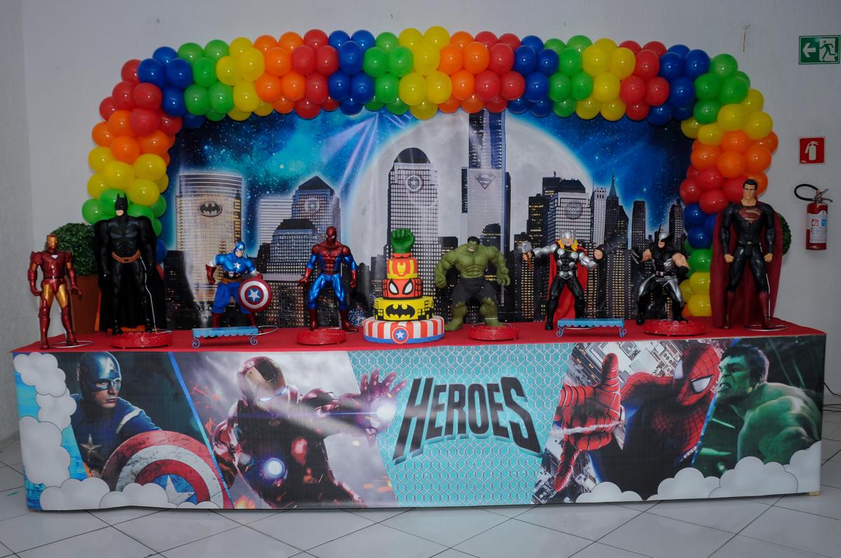 mesa temática super heróis no Buffet Fábrica da Alegria Morumbi