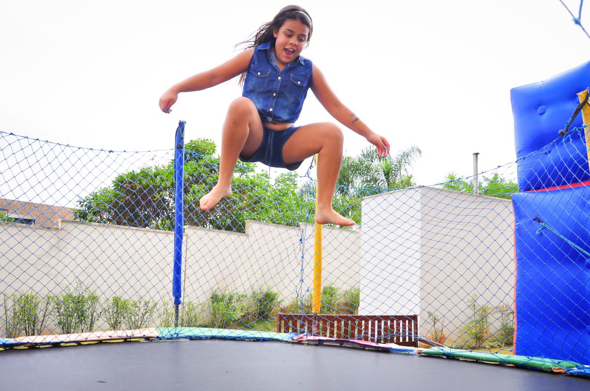 vamos ver quem pula mais alto no Condomínio São Paulo, SP, tema da festa Frozen