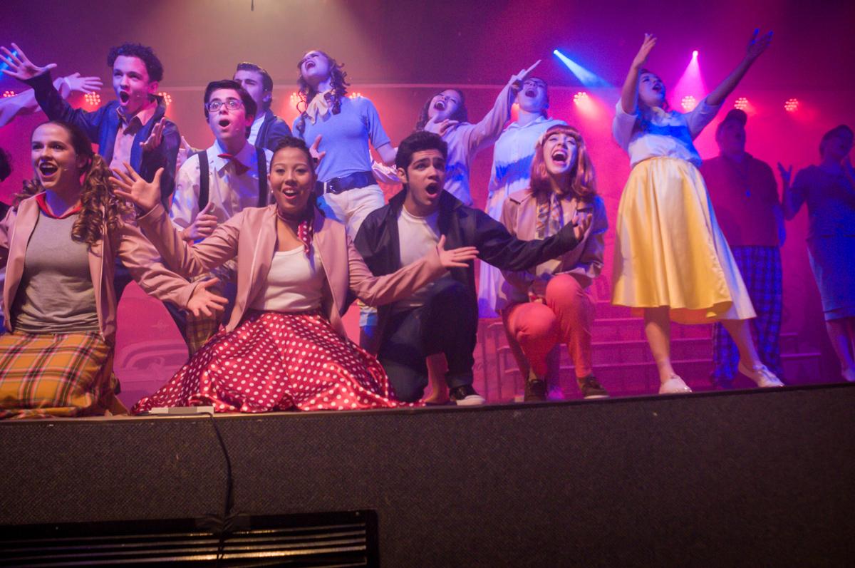 Os atores no palco no Teatro, Musical no Butantã, São Paulo
