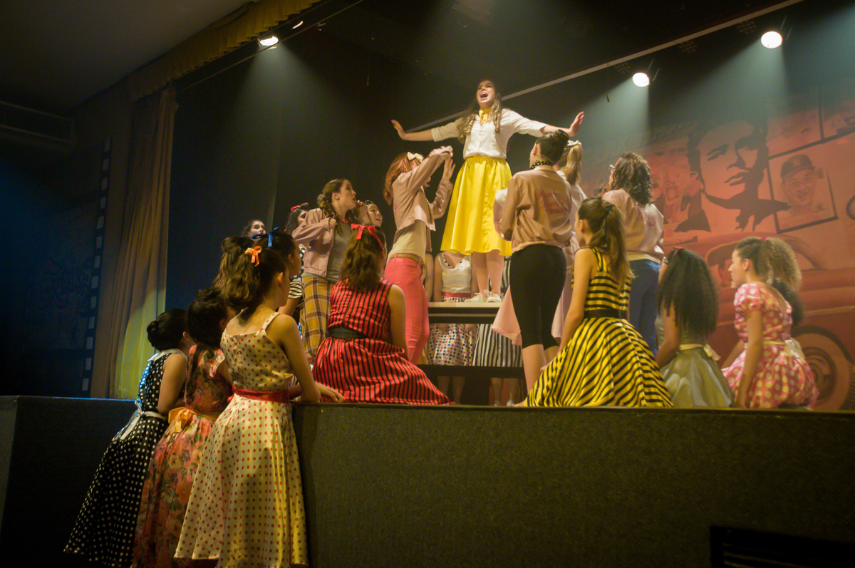 muito empenho dos atores para proporcionar um belo espetáulo no Teatro, Musical no Butantã, São Paulo