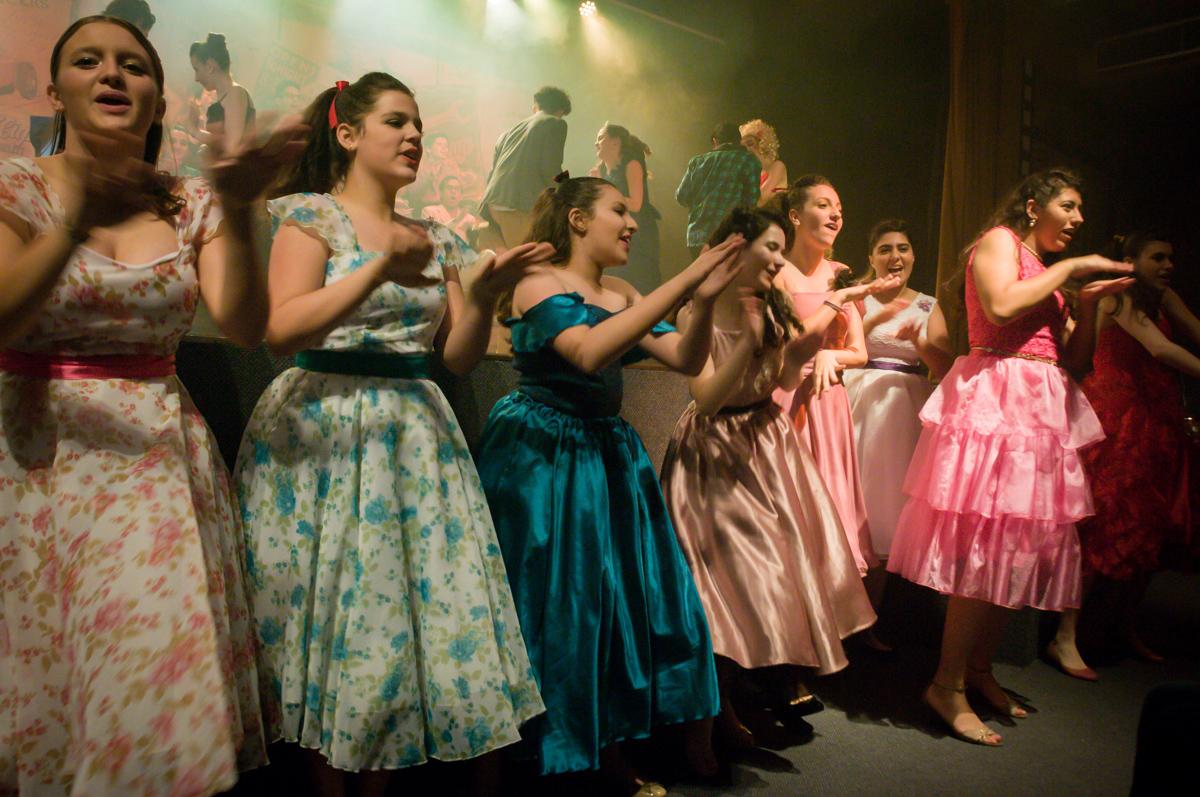 cantando e dançando no musical no Teatro, Musical no Butantã, São Paulo