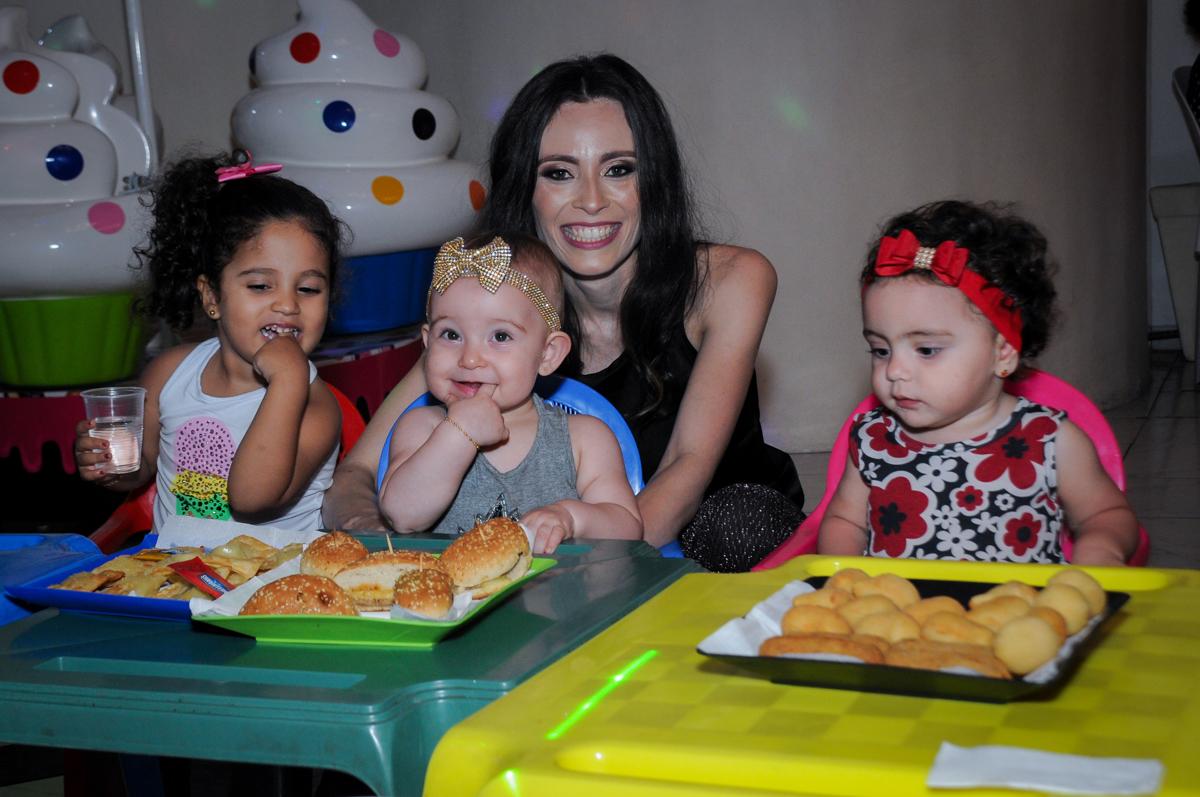 hora do lanchinho no buffet amazing, alphaville,sp, tema da mesa bonecas princesas