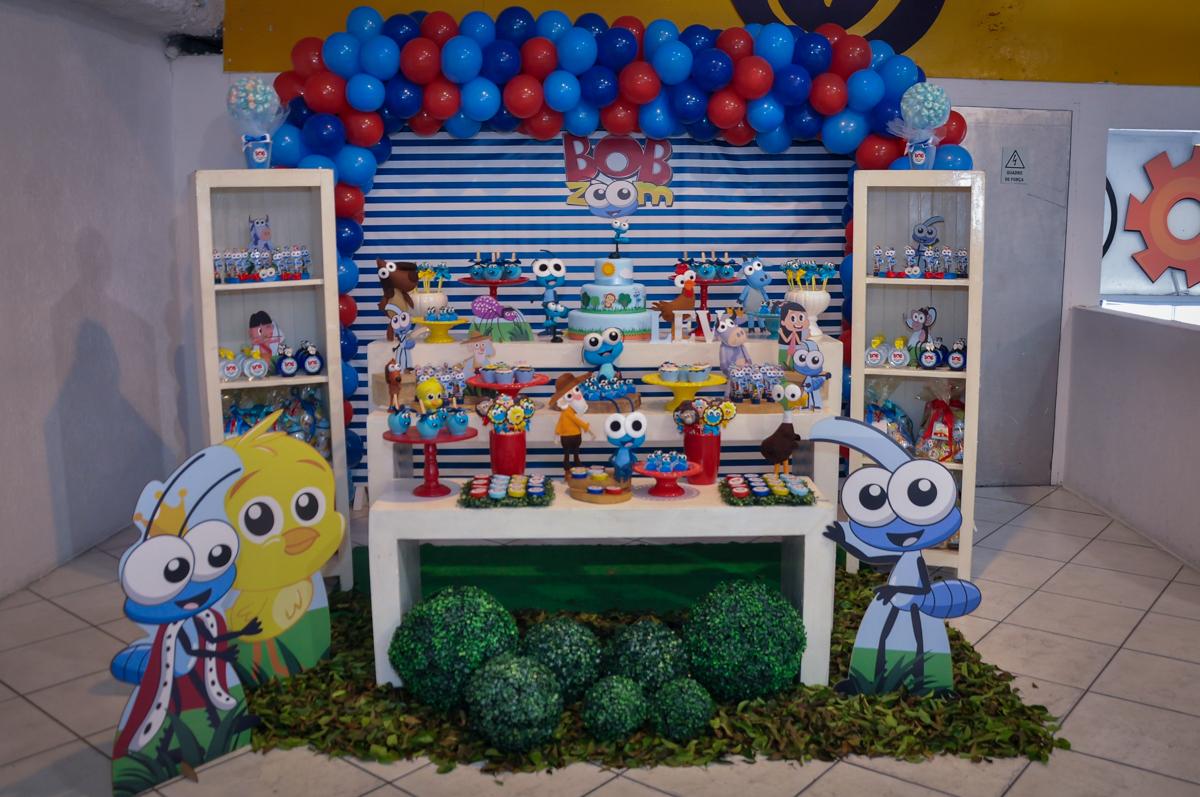 mesa temática Buffet Fábrica da Alegria, Osasco, festa do Levi 1 aninho, tema da festa Bob zoom