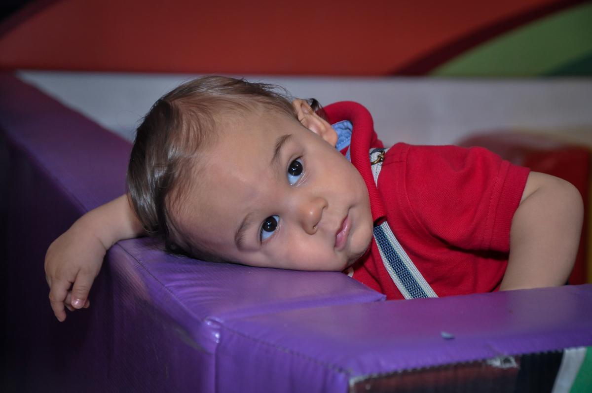 hora de descansar na área baby no Buffet Fábrica da Alegria, Osasco festa do Levi 1 aninho, tema da festa Bob zoom