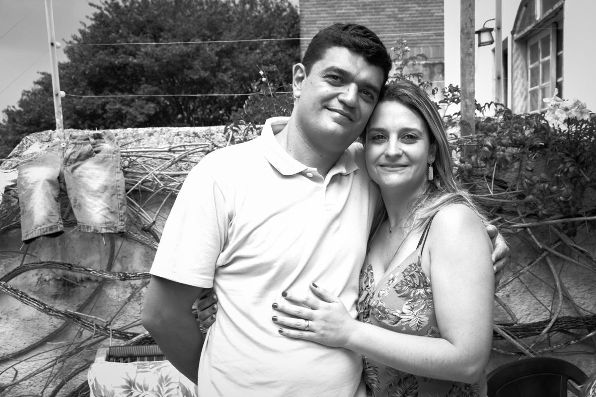 pose dos pais do aniversariante para foto no Condomínio Morumbi, São Paulo festa Leonardo 1 aninho, tema Mickey