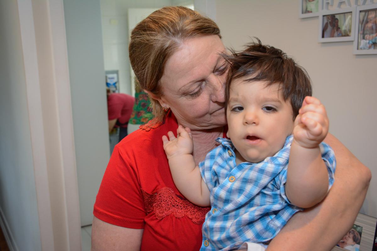 vovó e netinho feliz no Condomínio Morumbi, São Paulo festa Leonardo 1 aninho, tema Mickey