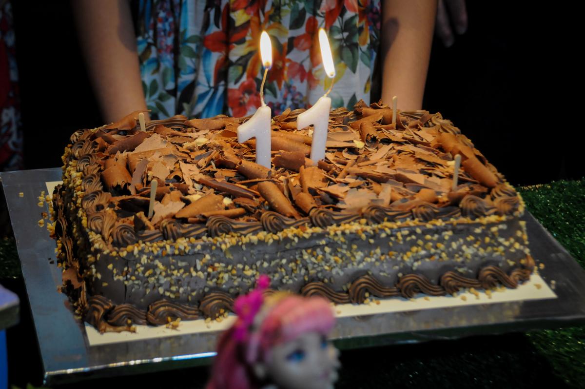 bolo der aniversário no Buffet Max Mania, Panambi, Sp, tema da festa Monster High