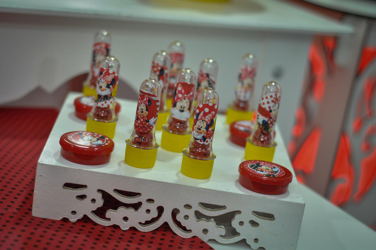 detalhe da mesa na Festa de Maria Eduarda 1 aninho, tema minie vermelha, Buffet Mundo Kids, Osasco São Paulo