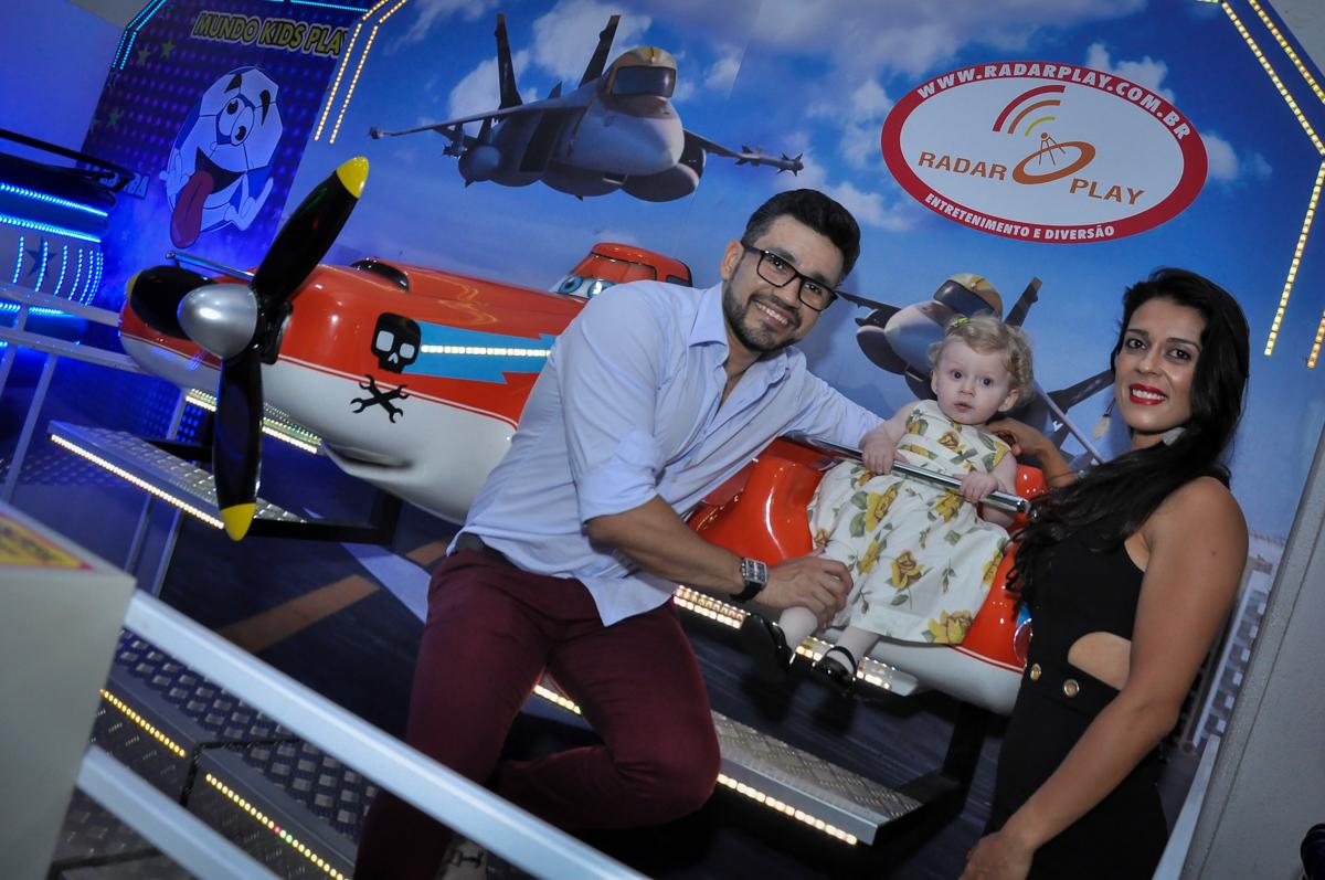 papai mamãe e aniversariante na Festa de Maria Eduarda 1 aninho, tema minie vermelha, Buffet Mundo Kids, Osasco São Paulo