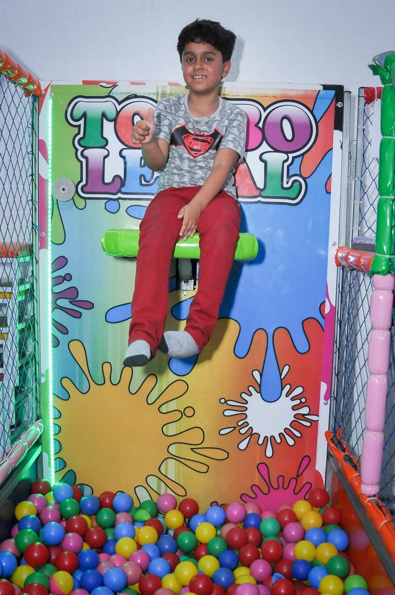 brincadeiras divertidas no tombo legal no Festa de Maria Eduarda 1 aninho, tema minie vermelha, Buffet Mundo Kids, Osasco São Paulo