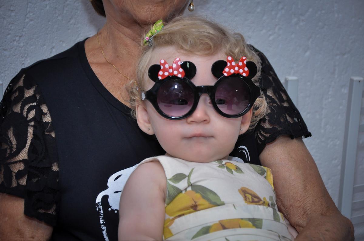 Duda com óculos de balada na Festa de Maria Eduarda 1 aninho, tema minie vermelha, Buffet Mundo Kids, Osasco São Paulo