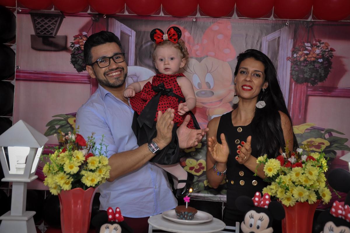 hora de cantar parabéns na Festa de Maria Eduarda 1 aninho, tema minie vermelha, Buffet Mundo Kids, Osasco São Paulo