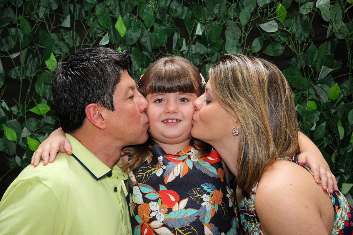 beijo sanduiche na Festa infantil, Sophia 6 anos Buffet O Galpão, Pinheiros, SP, tema da festa Os enrolados