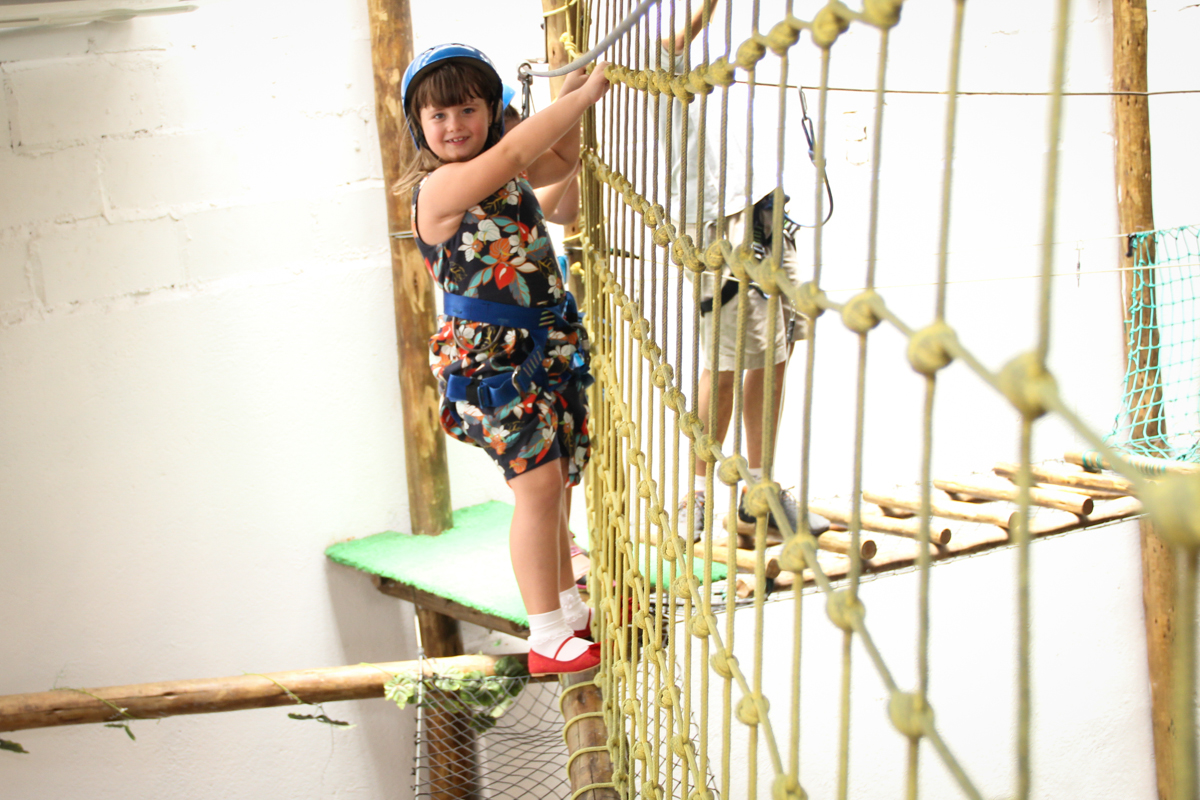 hora de bagunça no brinquedão na Festa infantil, Sophia 6 anos Buffet O Galpão, Pinheiros, SP, tema da festa Os enrolados
