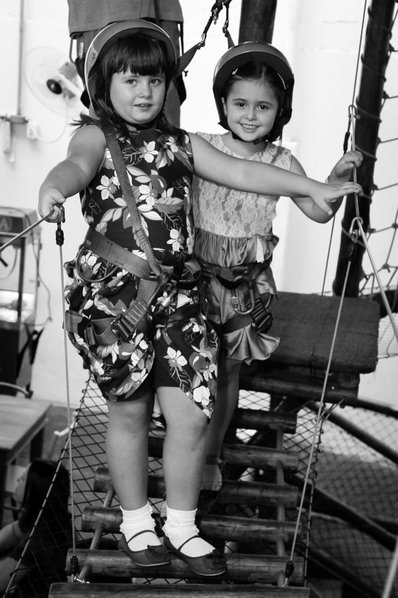 brincadeiras animada no arvorismo na Festa infantil, Sophia 6 anos Buffet O Galpão, Pinheiros, SP, tema da festa Os enrolados
