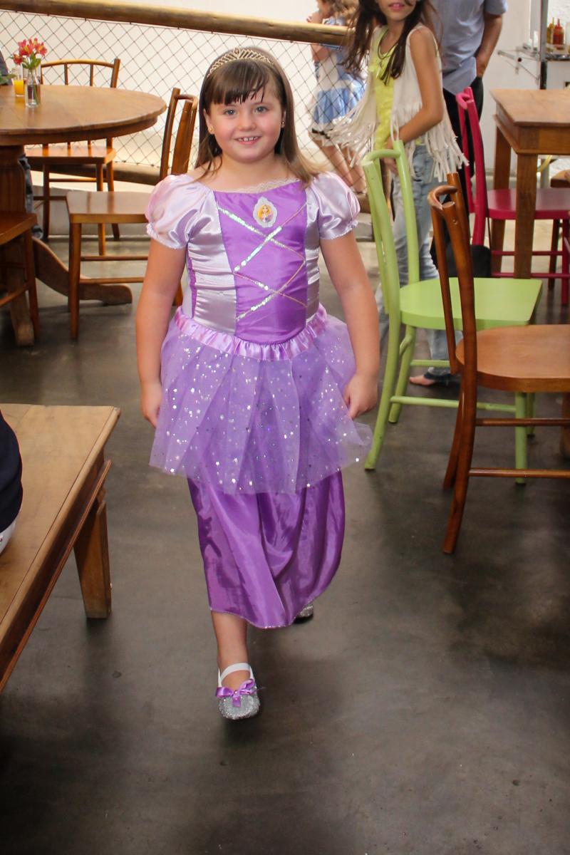 hora de cantar parabéns na Festa infantil, Sophia 6 anos Buffet O Galpão, Pinheiros, SP, tema da festa Os enrolados