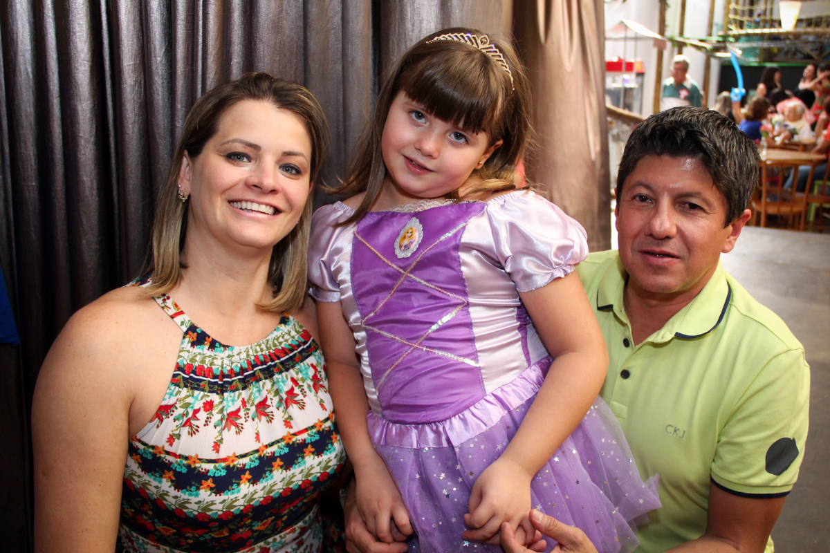 Final da Festa infantil, Sophia 6 anos Buffet O Galpão, Pinheiros, SP, tema da festa Os enrolados