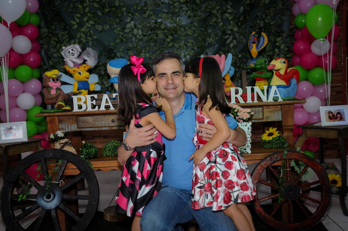 beijinho sanduiche no papai no Buffet A turma do Haroldo, Higienópolis, SP festa infantil Beatriz e Marina 6 anos