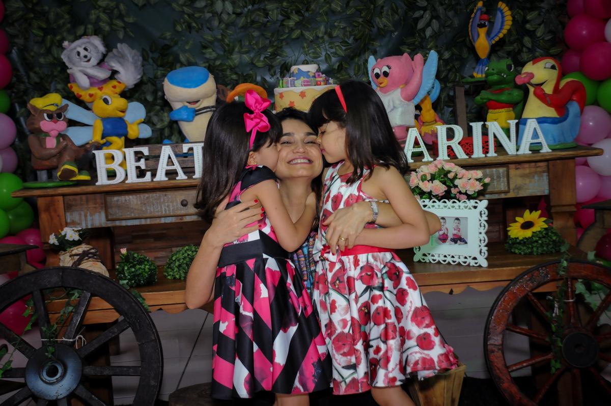 beijinho sanduiche na mamãe no Buffet A turma do Haroldo, Higienópolis, SP festa infantil Beatriz e Marina 6 anos