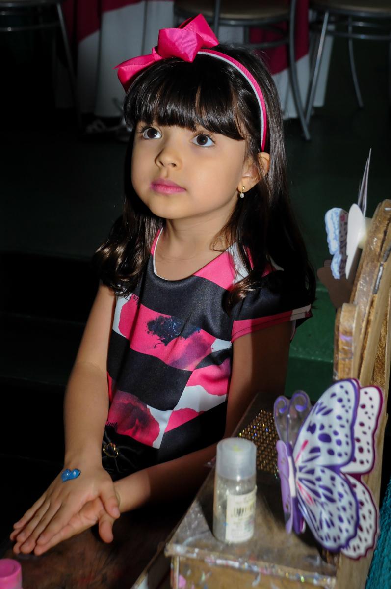 pintura artística no Buffet A turma do Haroldo, Higienópolis, SP festa infantil Beatriz e Marina 6 anos