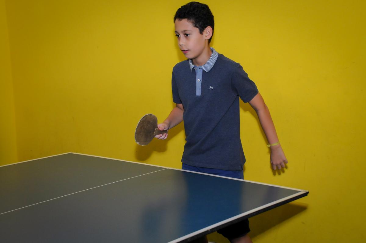 jogo de ping pong no Buffet A turma do Haroldo, Higienópolis, SP festa infantil Beatriz e Marina 6 anos