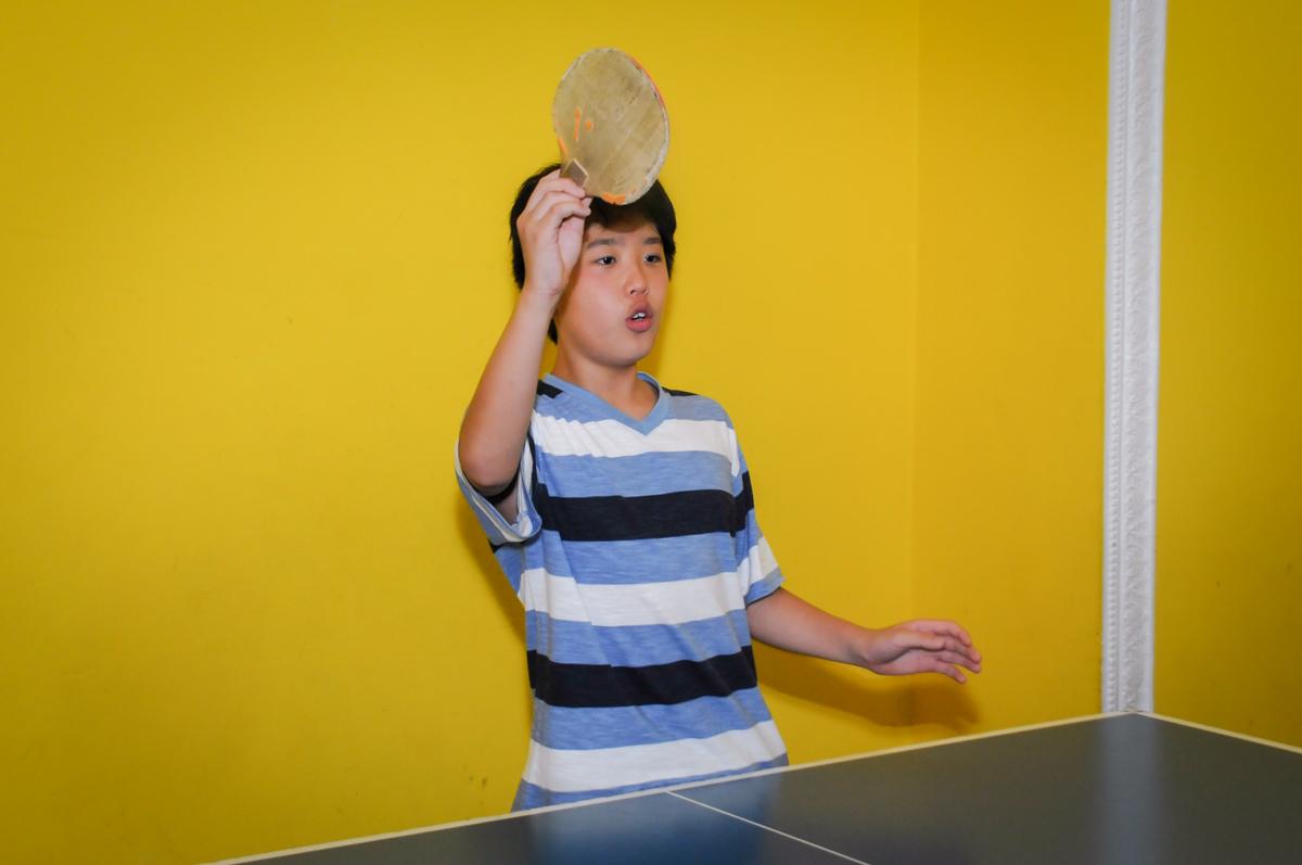 quem será o vencedor do jogo de ping pong no Buffet A turma do Haroldo, Higienópolis, SP festa infantil Beatriz e Marina 6 anos
